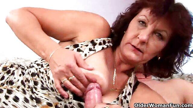 Mujer madura porn subtitulado con grandes tetas naturales folla en la ducha