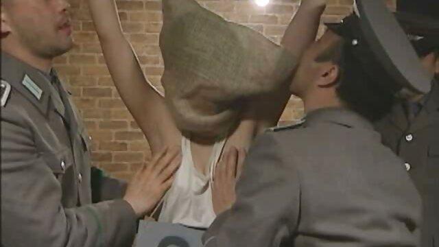 Seductora belleza chupa la polla videos porno de anime sub español en un casting